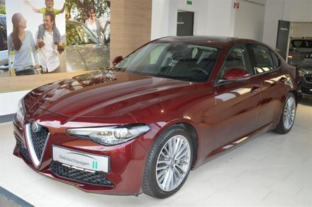 Alfa Romeo Giulia Super 2,0 200 AT RWD