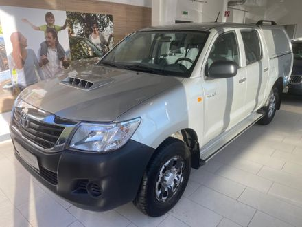 Toyota Hilux DK Country 4x4 2,5 D-4D 145